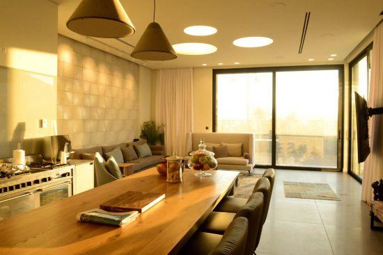 עיצוב סלון מודרני בית חכם