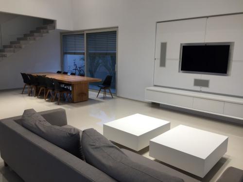 עיצוב סלון בית חכם