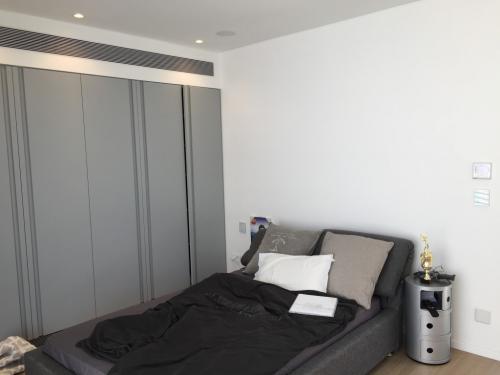 חדר שינה חכם חשמל חכם