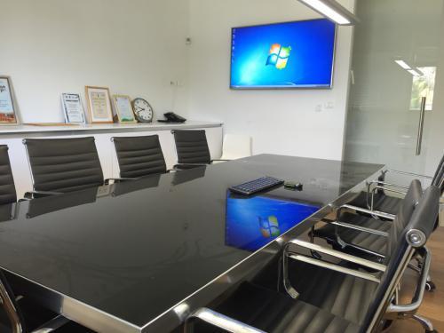 חדר ישיבות משרד חכם